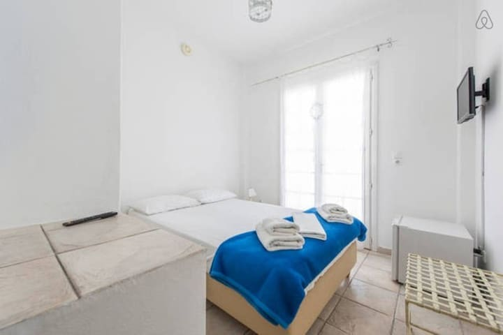 Double room with pool+breakfast - THIRA - Bed & Breakfast