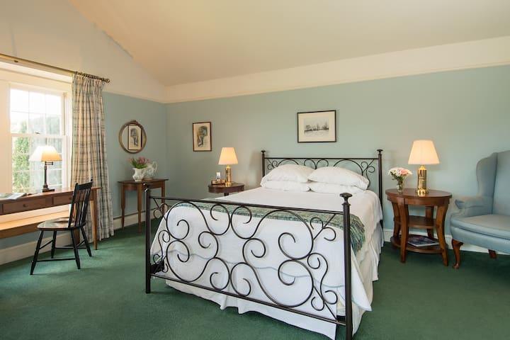 Chesterfield Inn - Room 23