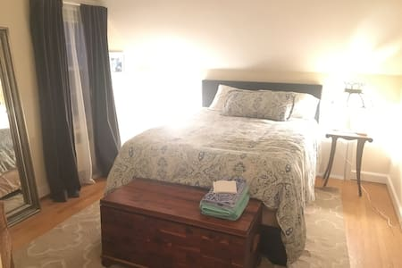 Private Bed & Bath in Cute Cape - 웨스트 하트포드(West Hartford)
