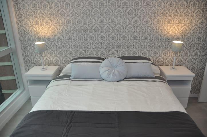 Comfortable Queen sized bed in Main Bedroom.