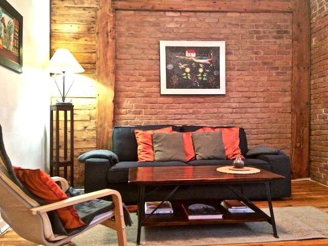 Plateau Old Charm & Sunny! Three private bedrooms - Montreal - Apartment