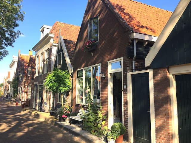 Heerlijk huis aan water in het oude centrum Edam!