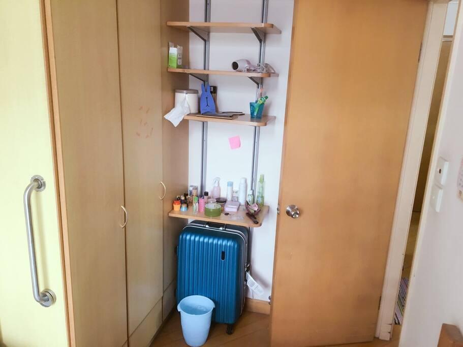 置物架与衣柜,可以放下您的个人衣物