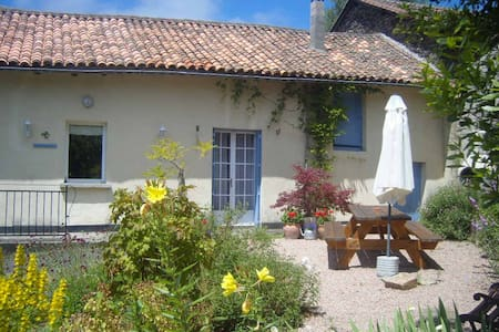 Spacious house with Private Pool. - La Chapelle-Montbrandeix - Haus