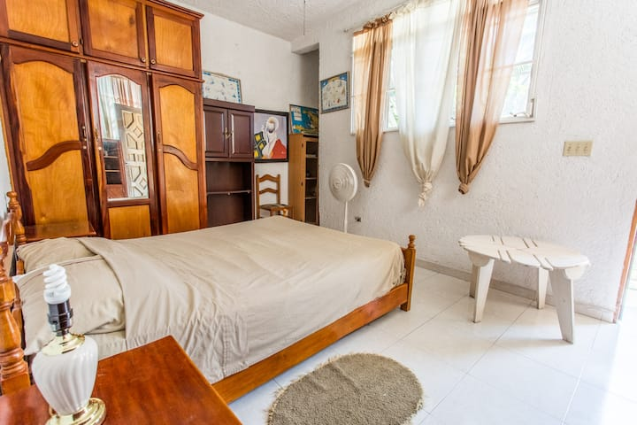 Room in a beautiful house in Delmas 33