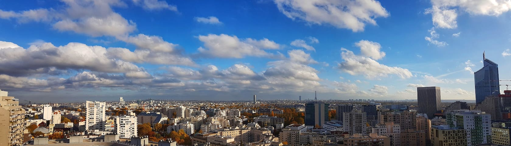 The view 180° above Paris days and nights