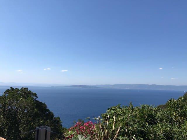 Ile du Levant T2 terrasse 70m2 vue mer panoramique