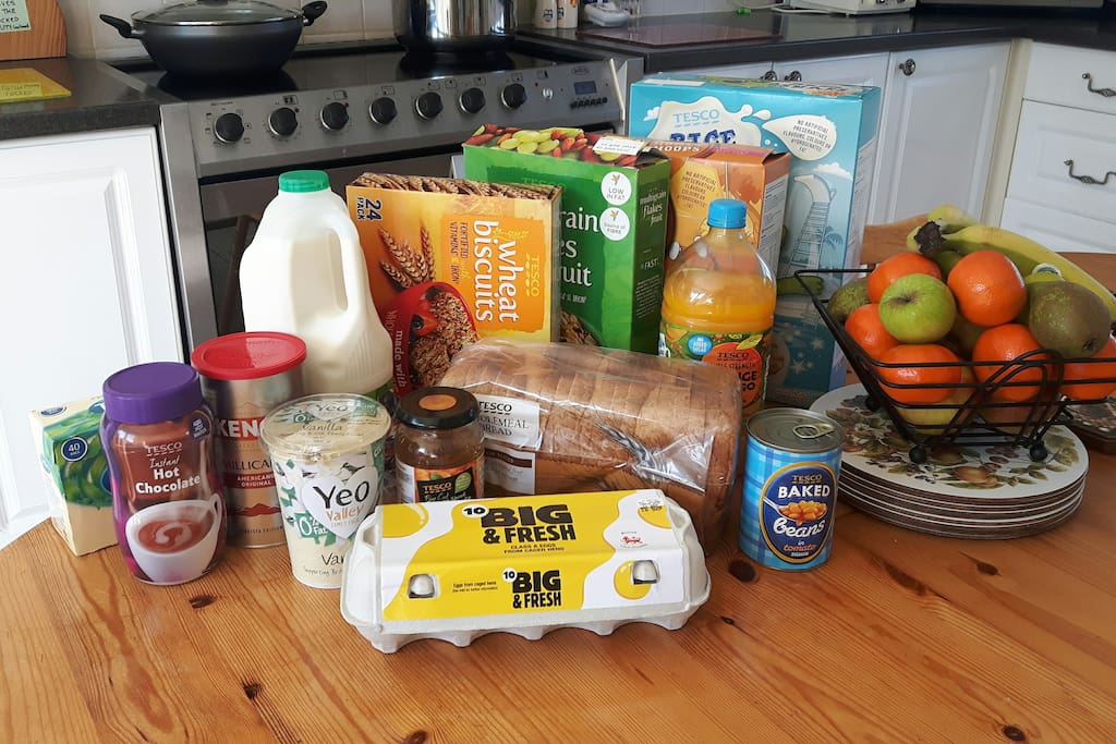 Everything you need for breakfast included. We provide a well stocked kitchen,  most incidental cooking ingredients and condiments for guests who want to cook.  Tea, coffee, ground coffee, hot choc, 4pt milk, squash, biscuits and fresh fruit provided