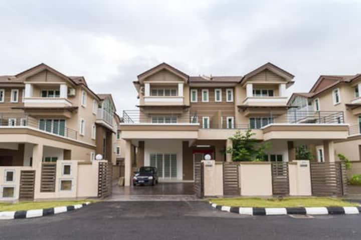 Greenlane Semi-D House - 5Room 5Bath (20pax)