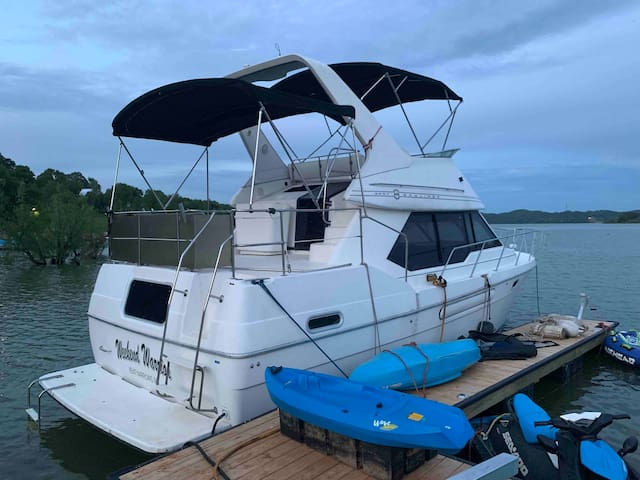 Beautiful big houseboat! 3 rooms and 2 bathrooms