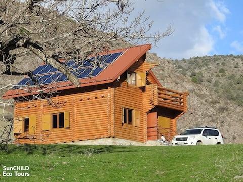 Eco Center, drevená chata uprostred lesa
