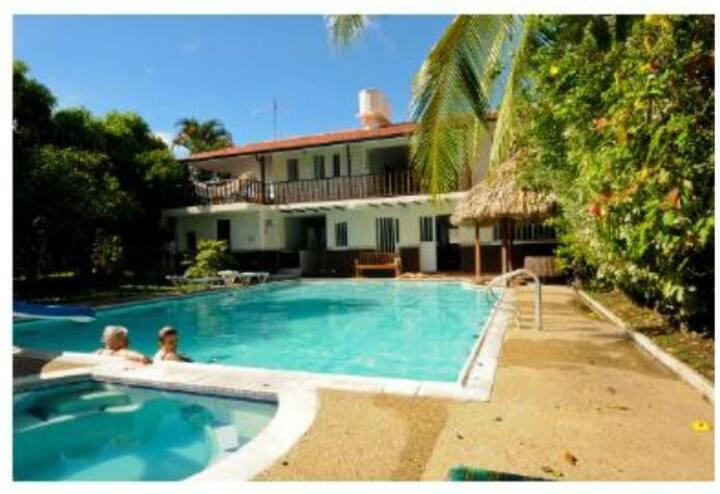 Acogedora casa Anapoima, zonas verdes y central