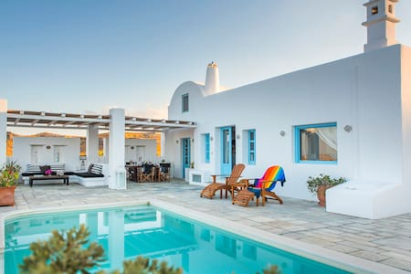 Tramountana Villa, 3bdrms, private pool & sea view