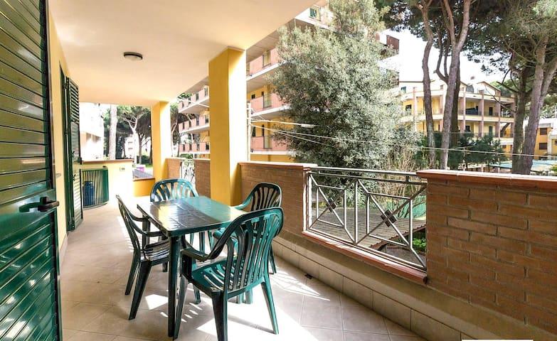 Ferienwohnungen mit großer Terrasse - Lido di Spina - Apartamento