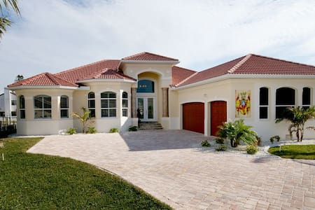 Welcome to Villa Riverview - Cape Coral