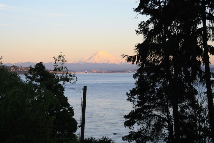 Vashon Waterfront Home with Amazing View