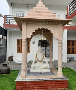 YoG1 Rishikesh at banks of Ganga and Astha Path