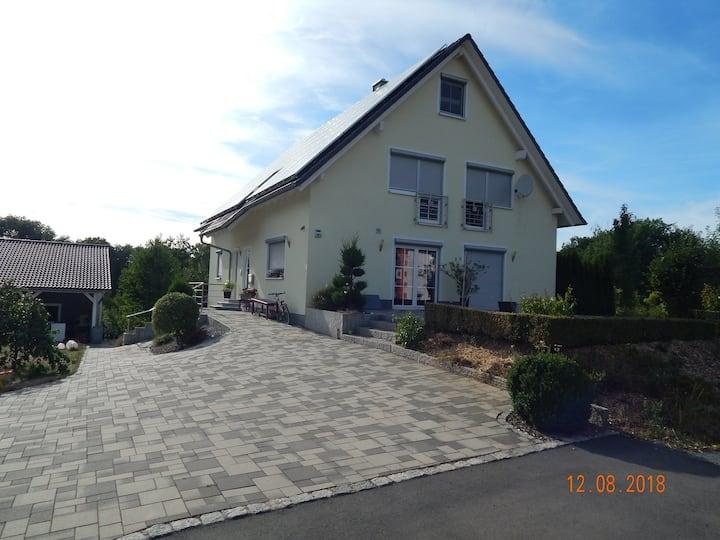 Ferienwohnung Wagner (Küps), Ferienwohnung Wagner mit Terrasse und Kinderspielplatz