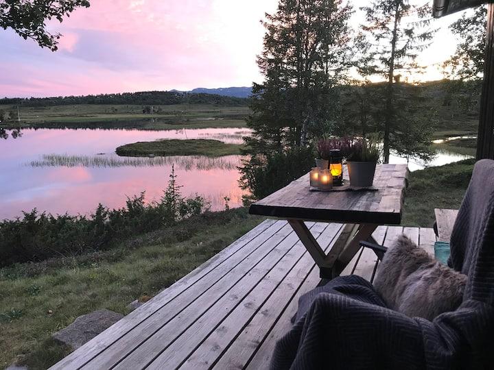 Hytte med nydelig utsikt og privat beliggenhet