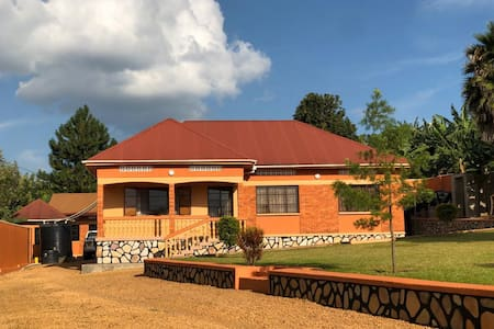 Buramba Villas Country Home Stay with a View
