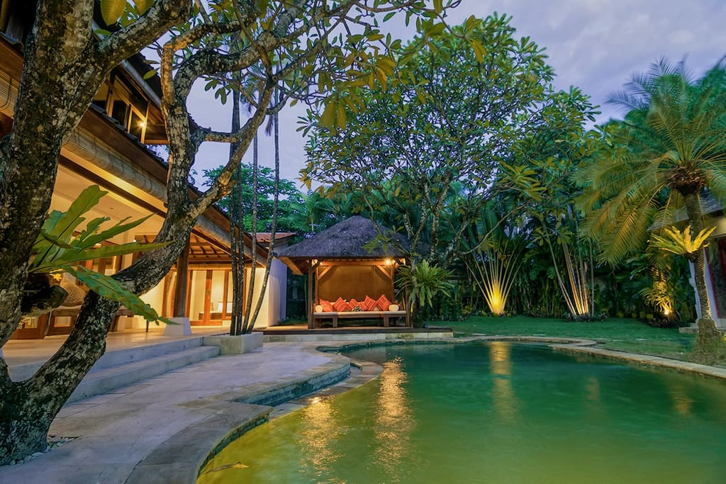Warm Bali evenings at The Jasmina Estate