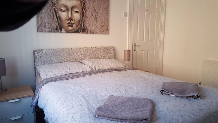 Belfast Town House, Double Bedroom R1
