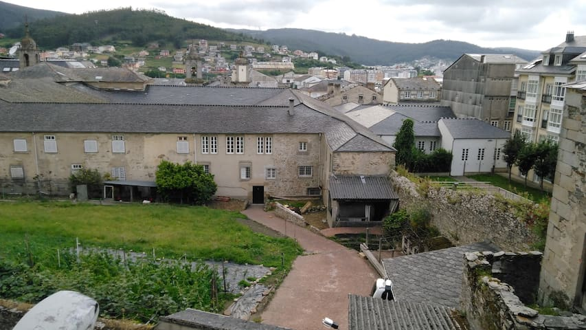 Dormitorio para 2 en el casco histórico de Viveiro - Viveiro - Huis