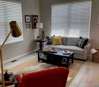 Convenient, Beautiful Townhouse in South OP,  KS