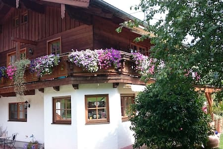 Ferienwohnung Küblbeck mit Terrasse und Bergblick - Apartamento
