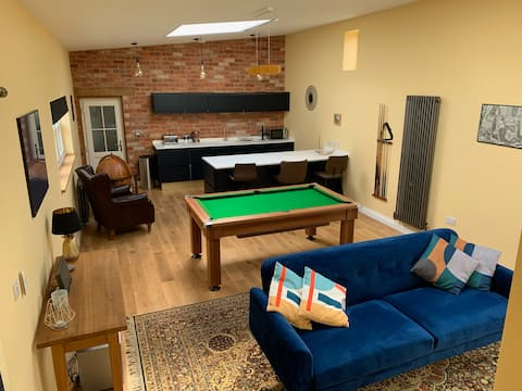 Immaculate town centre private annexe - sleeps 2-4
