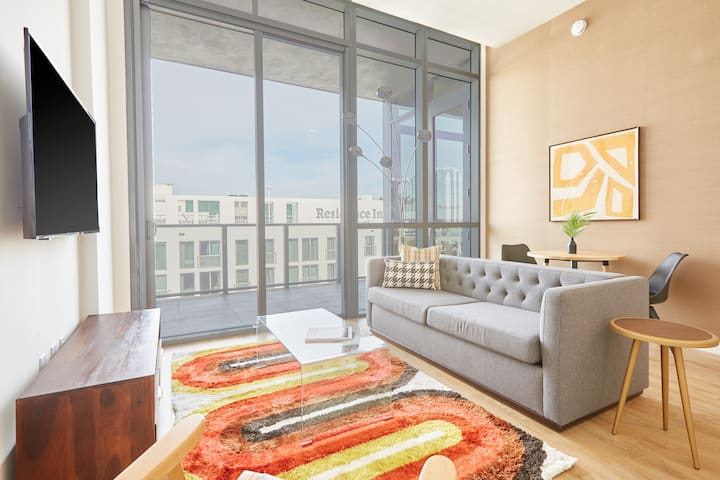 Sonder | 17WEST | Dashing 1BR + Balcony