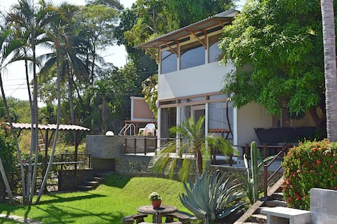 Armonía Surf House = perfect waves & total relax.