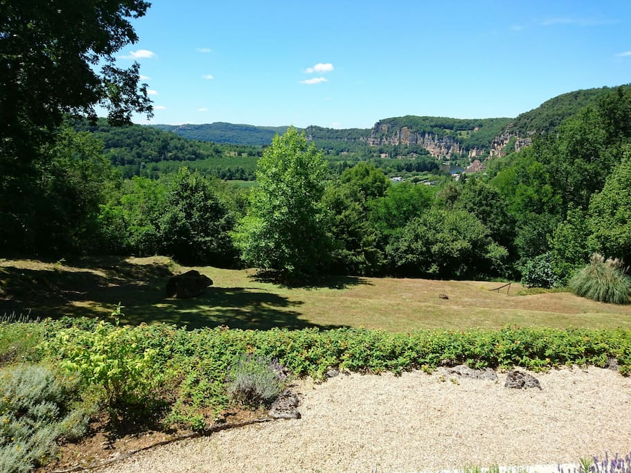 The amazing view of the river and La Roque-Gageac from the terrace