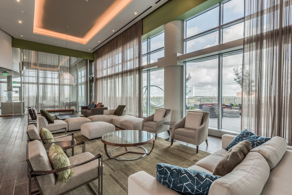 Executive amenity floor with lounge areas