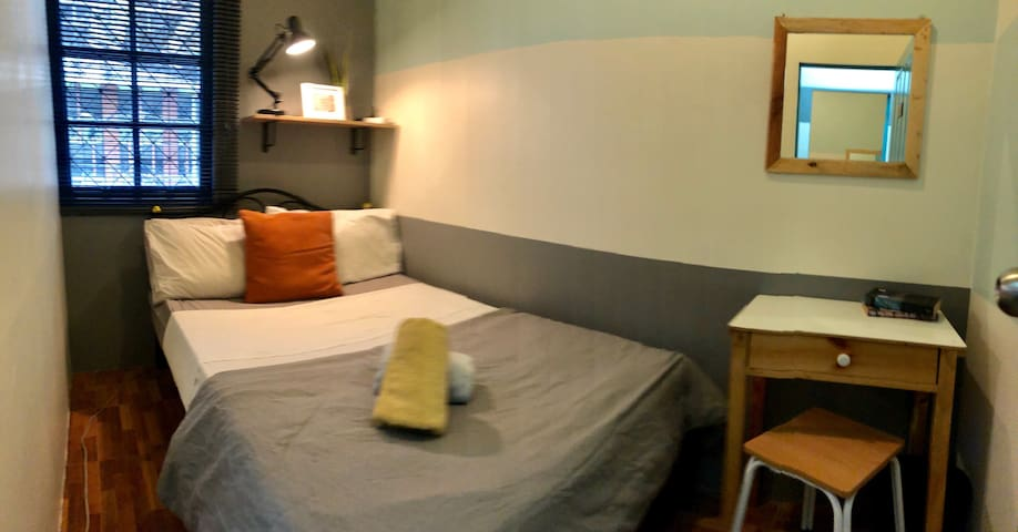 CHEAPEST Asok Single Private room with AC