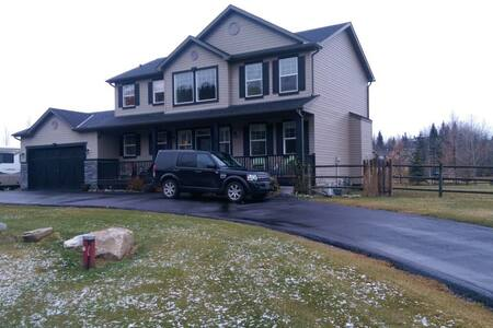 Close to Spruce Meadows, Calgary, and Mountains - Priddis - Casa