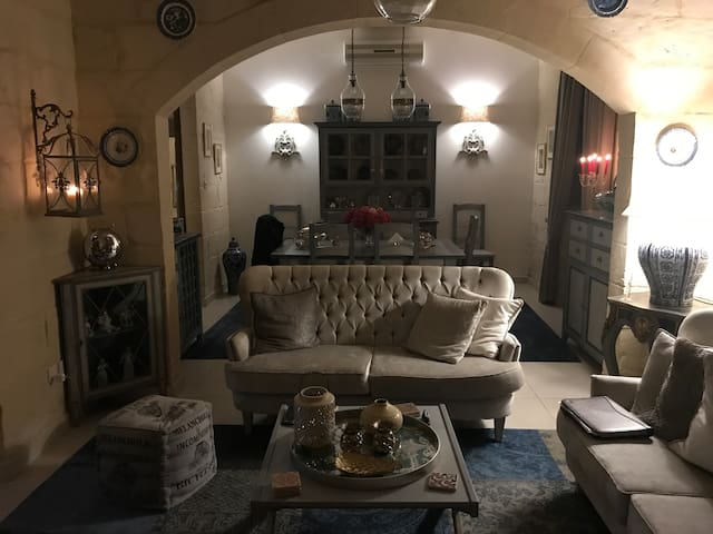 5 ⭐️Designer house typical Maltese