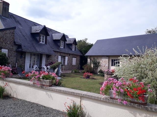 Grande Maison familiale à Sainte Suzanne