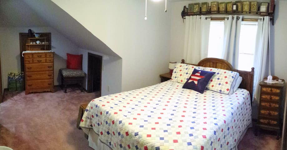 Country Life ~Upstairs Private Suite~ Kitchenette - Stevensville - บ้าน