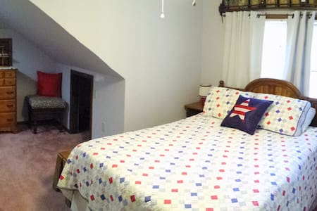 Country Life ~Upstairs Private Suite~ Kitchenette - Stevensville - Hus