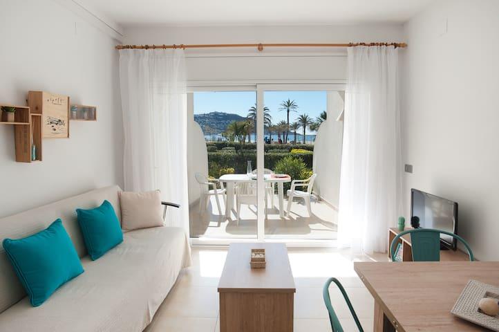 Apartamento a pie de playa, terraza y jardin, wifi