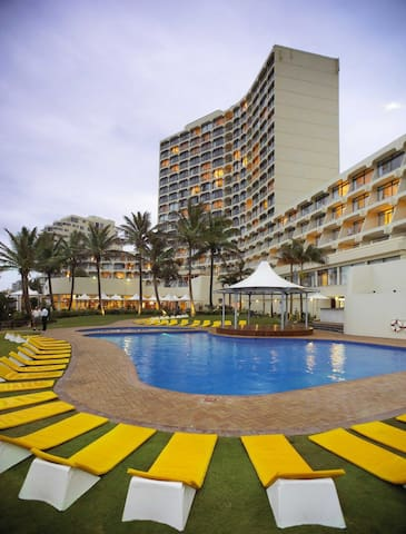 UMHLANGA SANDS - 25/3 TO 1/4   &  29/4 TO 6/5 2017 - Dolphin Coast