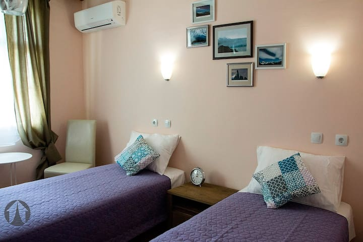 Twin room in Base Camp Guesthouse