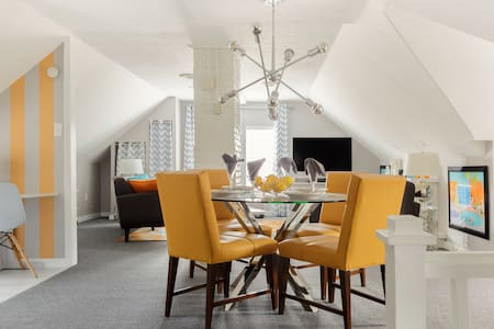 Fun and Kitschy 1960s Loft Apartment close to Lake Erie