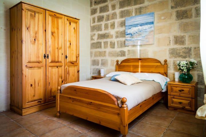 Double bedroom in 'Sunny Houses' Nadur III - In-Nadur - Casa de vacaciones