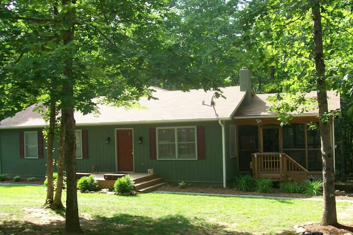 Family Friendly Lake House in a Great Community