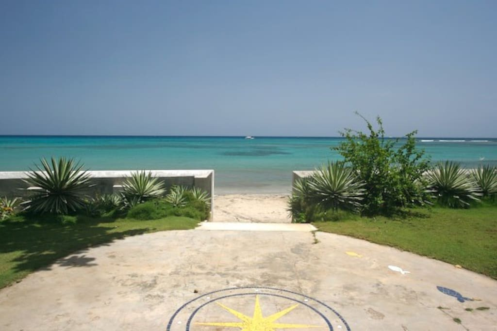 Beach entrance from Bahia Cottage