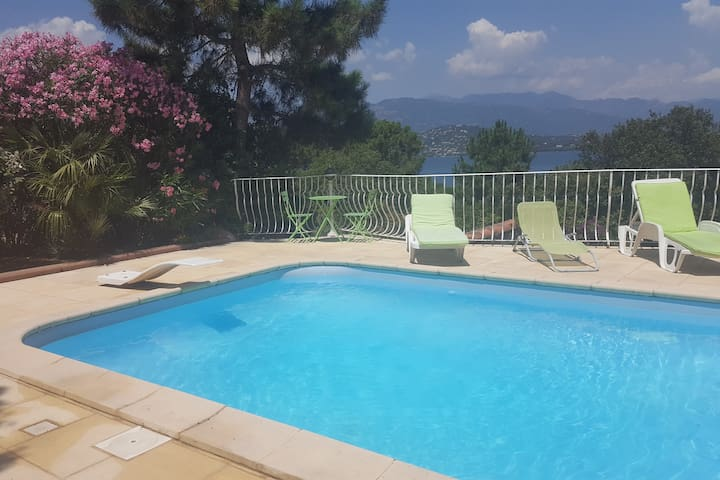 Villa Ucasale avec piscine privée en bord de mer