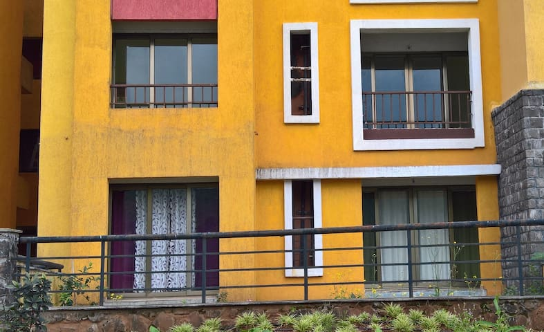 Lake Facing Garden Apartment - Lavasa - Flat