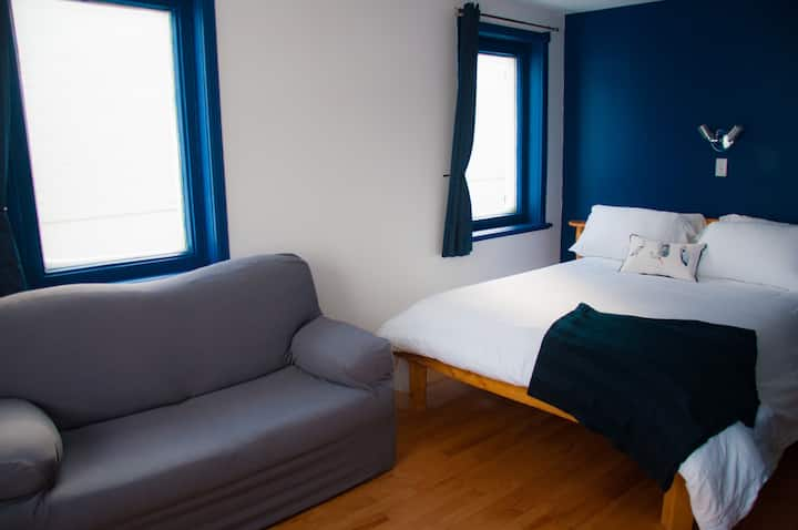 Comfy room with view on the St Lawrence estuary